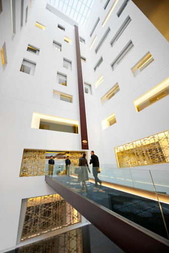 barcelona-lobby-atrium-with-skywalk-3